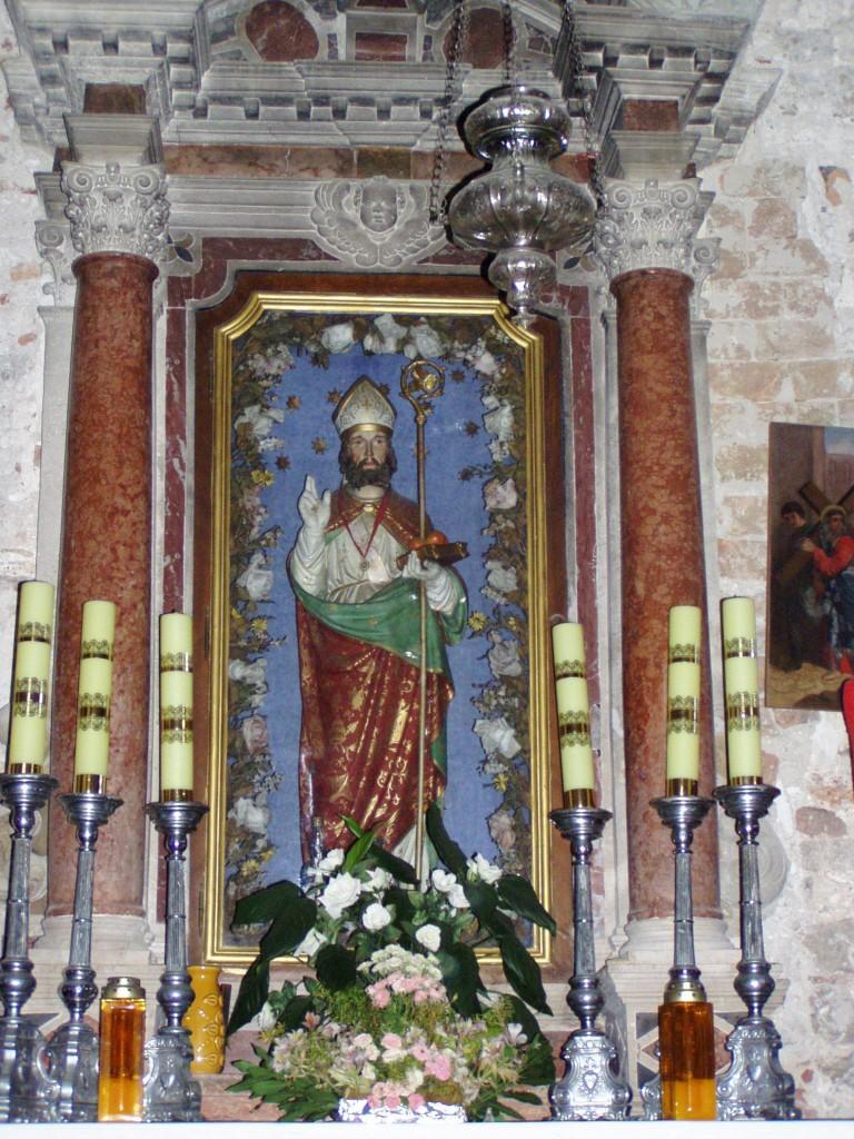 Veli Iž, oltar i kip sv. Nikole