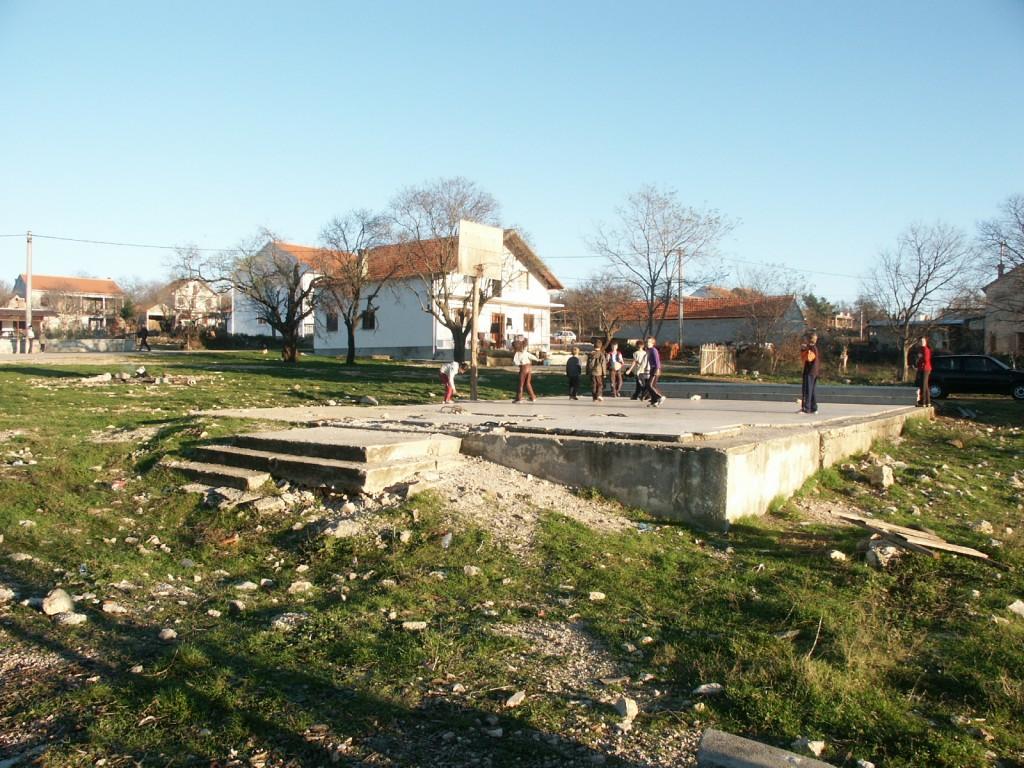 Ostatci srušene crkve u Tinju