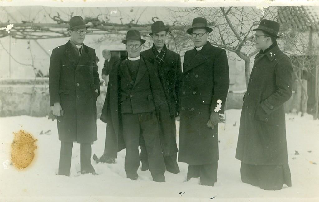 Posljednji veloiški glagoljaši, 1941. (dr. Ante Strgačić, don Vladislav Cvitanović, don Šanto Bilan, prof. don Alfonso Cvitanović, dr. don Roman Lukin iz Malog Iža)