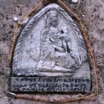 Glagoljski natpis i lik Gospe na crkvi u Turnju