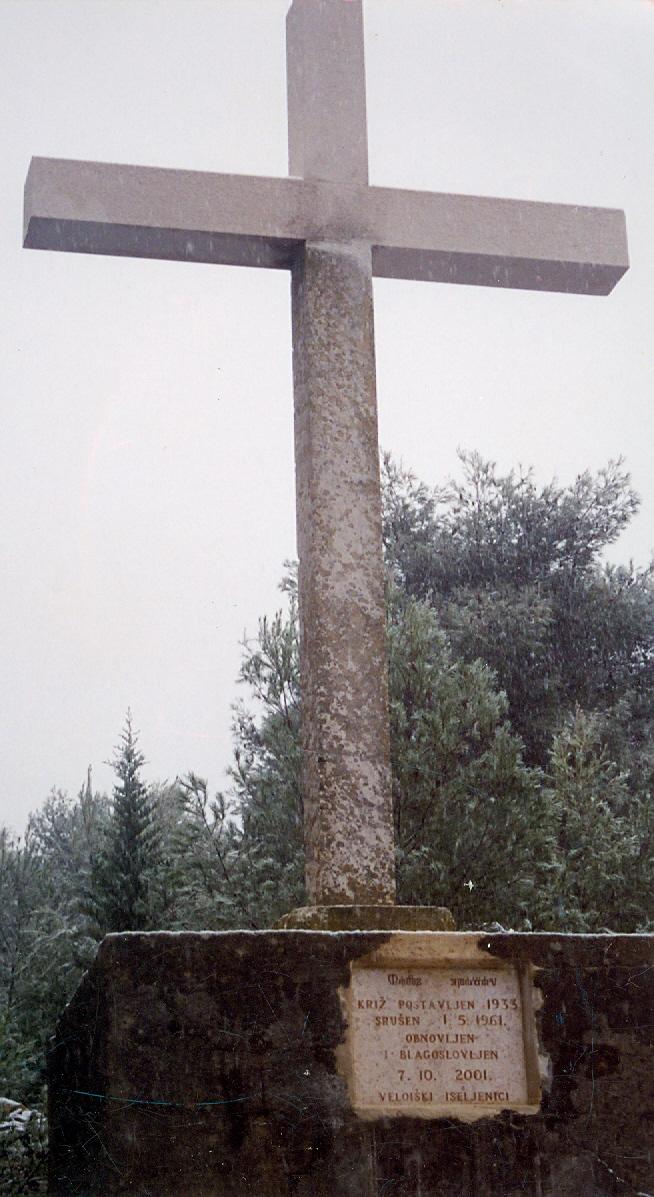 Obnovljeni križ na brdu Mali Opaćac